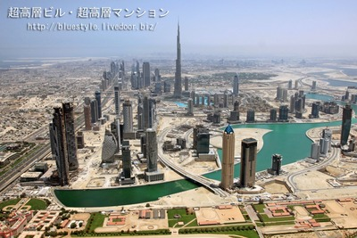 空撮 ブルジュ・ハリファとドバイの超高層ビル群