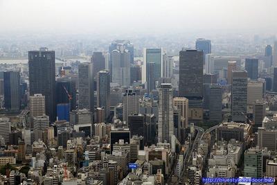 大阪都心の超高層ビル群の空撮