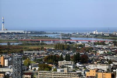 インテック本社「タワー111」から見た日本海