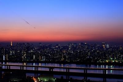 マジックアワーの東京超高層ビル群