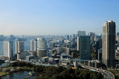 コンラッド東京から竹芝・レインボーブリッジ方面の眺め