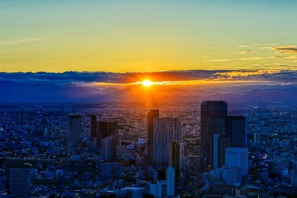 渋谷の超高層ビル群と夕日