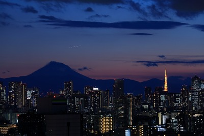 トワイライトタイムの富士山と東京タワー