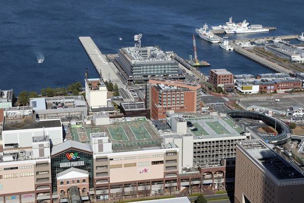 オークウッドスイーツ横浜の46階無料展望ロビーからの眺め