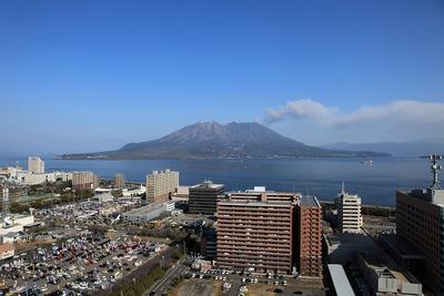 鹿児島県庁舎から見た桜島