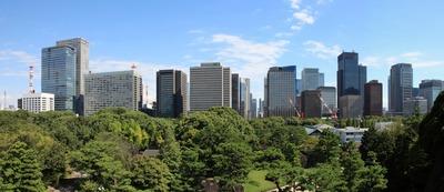 皇居東御苑展望台から見る大手町・丸の内の超高層ビル群