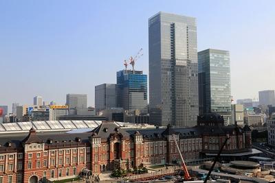 東京駅と超高層ビル