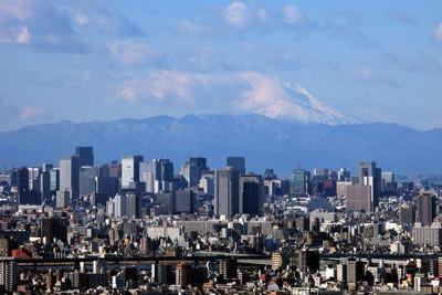 アイリンクタウン市川から見た丸の内・大手町の超高層ビル群と富士山