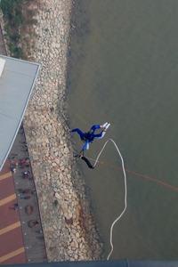 マカオタワーのスカイジャンプ