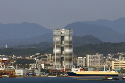 福岡タワーから見たアイランドタワースカイクラブ