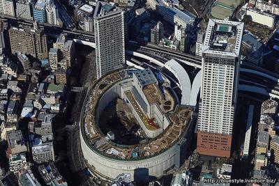 大橋JCTとクロスエアタワーの空撮
