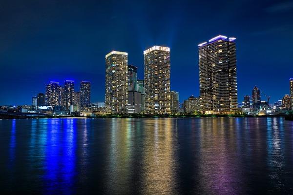 晴海のタワーマンション群の夜景