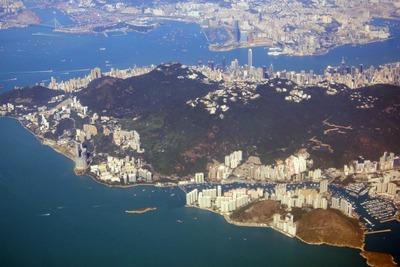 香港の超高層マンション群の空撮