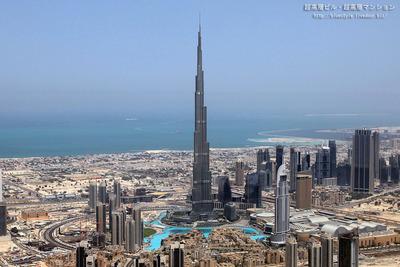 世界一の高さの超高層ビル「ブルジュ・ハリファ」の空撮
