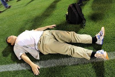 国立競技場ファイナル 芝生に寝てみた