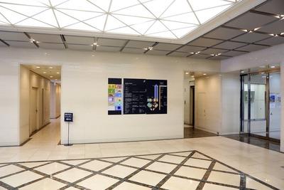 タワー111のエレベーターホール