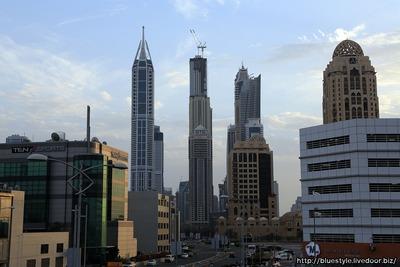 ドバイ・マリーナの超超高層マンション群