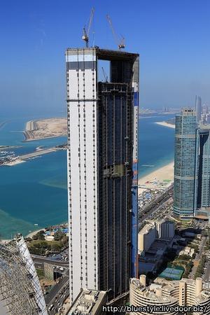 エティハド・タワーズから見たADNOC Headquarters
