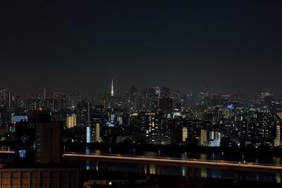 夏バージョンライトアップの東京タワー