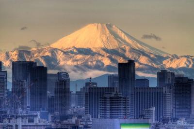 東京の超高層ビル群と富士山