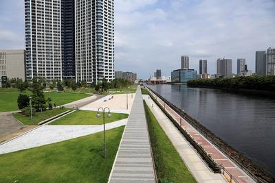東雲運河沿いの遊歩道