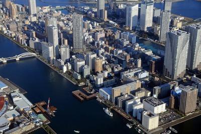 勝どきと隅田川の橋の建設現場の空撮