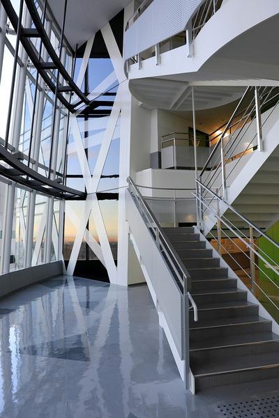 モード学園コクーンタワー 3層吹き抜け