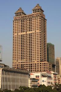 広州の建設が止まったと思われるビル