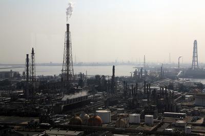 四日市港ポートビルから見た工場