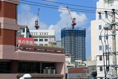 牧志駅から見たRYU:X TOWER(リュークスタワー)