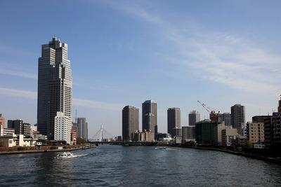 勝鬨橋から見たリバーシティ21のタワーマンション群