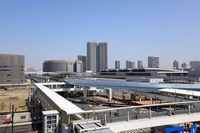 豊洲市場から見た市場前駅