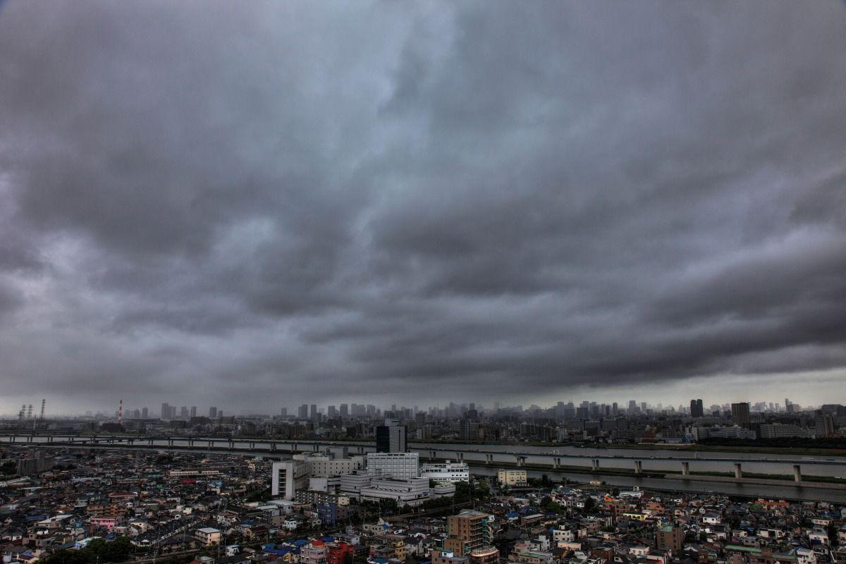 台風接近中の東京 本日の自宅マンションから見た東京超高層ビル群です。 東京も台風の影響で...