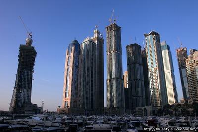 建設中のドバイマリーナの超高層マンション群