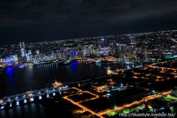 みなとみらい21オフィス全館ライトアップの空撮