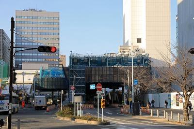 田町駅前のペデストリアンデッキ