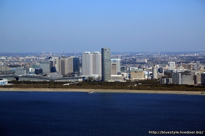 東京湾上空から見た幕張の超高層ビル群