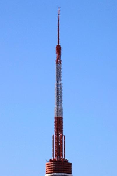 東京タワーの先は曲がったまま