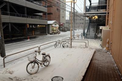 大雪のダイエー船堀店前