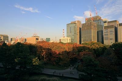 大手町の超高層ビル群と丸紅新本社ビル