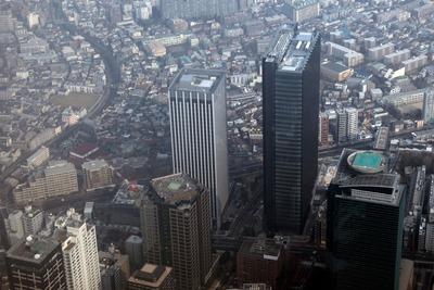 新宿の超高層ビル群の空撮