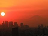 新宿と富士山と夕日 1024x768