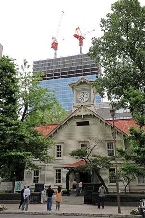 札幌時計台とさっぽろ創世スクエア