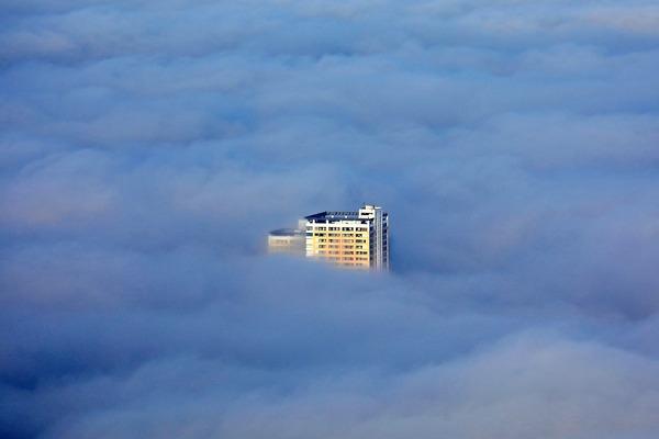 東京スカイツリーから見た雲海と日暮里