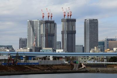 昭和大学江東豊洲病院前から見たドゥ・トゥール(DEUX TOURS)