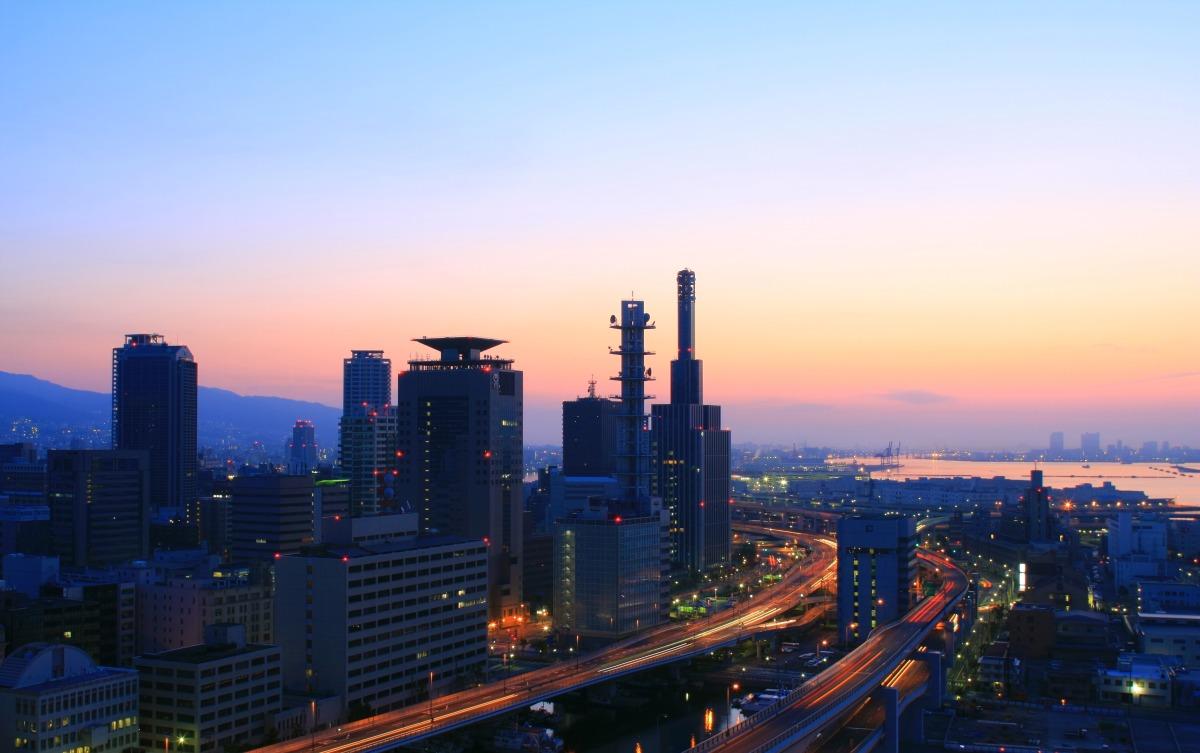 都会と朝日