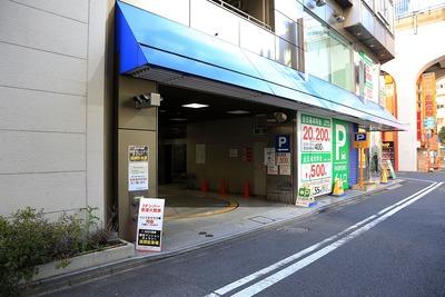 旧石丸電気本店の駐車場