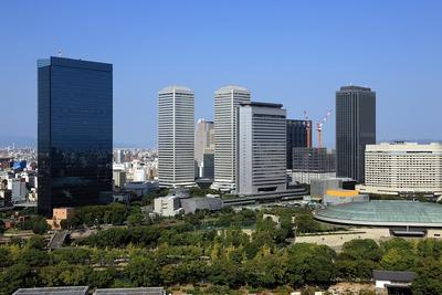 大阪城から見たOBPの超高層ビル群