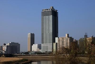 ザ・熊本タワーと東横イン熊本駅前