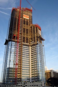 建設中の超高層ビル